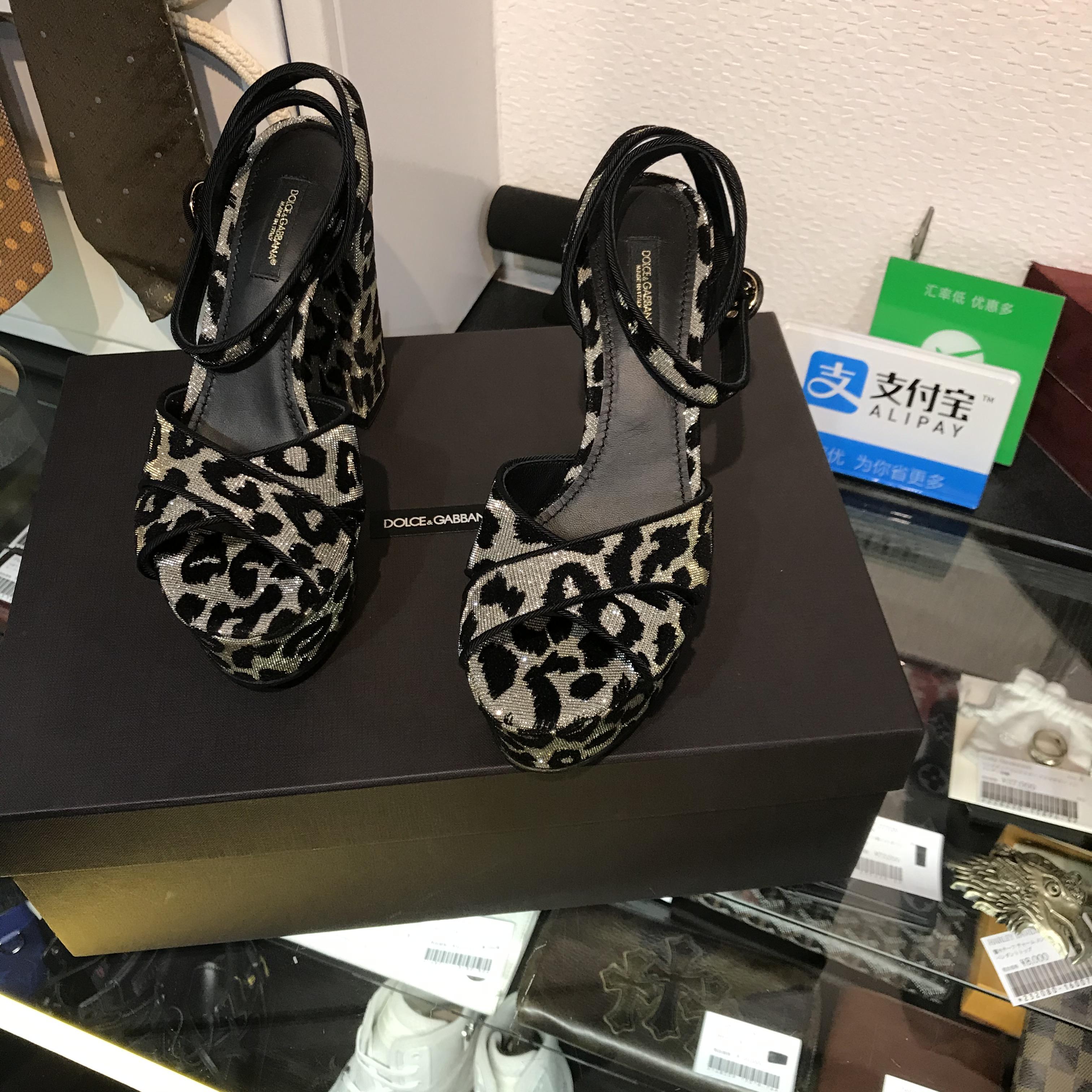 5月に入りました!!一足先に夏に向けてピッタリのサンダルを強化買取☆ドルチェ&ガッバーナの可愛い過ぎる豹柄です☆